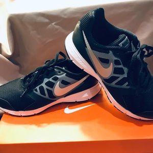 NEW Nike Downshifter sneaker size 3